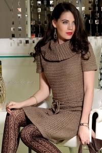 Платье вязаное с воротом и коротким рукавом
