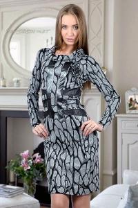 Платье из плотного трикотажа с отделкой